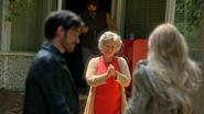 5x01 Emma Crochet Granny Leroy plainte pas de beignets aux oignons