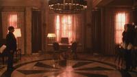 5x13 Henry Mills Cruella d'Enfer face à face bureau mairie de Storybrooke des Enfers