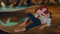 La Petite Sirène (Disney) 1989 Ariel Prince Éric allongés plage sauvetage naufrage chant chanson Partir Là-Bas (Reprise)