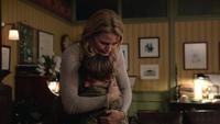 1x02 cabinet docteur Hopper Archie Archibald Henry Mills Emma Swan câlin pardon