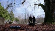 2x15 David Nolan Mary Margaret Blanchard Cimetière de Storybrooke tombes terres perce neige feuilles sol