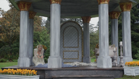 4x07 Ingrid Reine des Neiges Helga statue de glace détruite mort pavillon jardins royaux