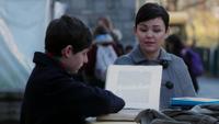 3x11 Mary Margaret Blanchard Henry Mills école élémentaire récréation livre de contes