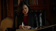 4x07 Regina Mills lecture livre de contes bibliothèque jalousie couples bonheur énervement