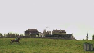1x18 Reine Regina jeune Rocinante galop manoir maison campagne Mills