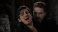 4x22 Killian Jones Prince Charmant réécrits assassinat mort hurlements épée torax décès bataille gardes Méchante Reine