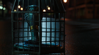 6x10 Reine Regina Sérum serpent destin rue principale nuit cage