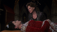 2x15 Reine Eva Cora mort sourire satisfaction