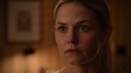 6x02 Emma Swan cabinet du Dr Hopper aveux Regina Méchante Reine vision capuche meurtre