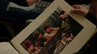 Sept Nains Charmant Blanche-Neige cercueil 2x09 livre