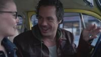 2x06 Neal Cassidy Emma Swan voiture jaune collier de cygne offre vol