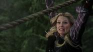 3x17 Emma Swan pont danger cordes chute