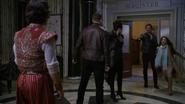 6x10 Aladdin David Nolan Reine Regina Sérum arrivée Killian Jones Jasmine magie étranglement épée menace
