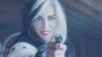 4x18 Cruella d'Enfer pistolet sourire éclair
