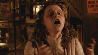 Warehouse 13 1x08 Duped Reflet Trompeur Alice Liddell rage enfermée miroir de Lewis Carroll