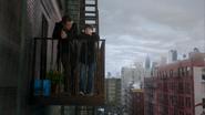 2x14 Henry Mills Neal Cassidy rencontre père fils balcon appartement de Neal New York
