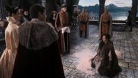 2x16 Princesse Reine Eva Roi Xavier Cora meunière agenouillée à genoux humiliation soumission sac de farine