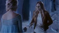 4x02 Elsa Reine des Neiges Emma Swan grotte gélée tentative pouvoirs magie fonte mur de glace