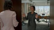 7x01 Ivy Victoria Belfrey dos mains reproches arrêt essais tentatives échecs portes entrée bureau présidente-directrice générale PDG