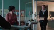 1x05 Mary Margaret Blanchard Kathryn Nolan David Nolan hôpital de Storybrooke cadeau boîte carton