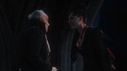 1x02 Regina Sr Henry collier sacrifice palais sombre sort noir fin heureuse