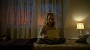 6x20 Emma Swan jeune enfant chambre lit affichette jaune