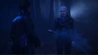 5x10 Emma Dark Swan Killian Jones Capitaine Crochet Ténébreux magie aveux mensonges Excalibur apparition forêt nuit