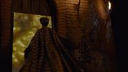 6x03 Madame de Trémaine clé pays des Histoires Secrètes portail magique lueur jaune soirée