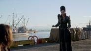 6x02 Reine Regina Sérum arrivée port de Storybrooke rires héroïsme Regina Mills