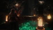 5x14 Emma Swan Killian Jones Capitaine Crochet suspendu chaîne vue salle pièce grotte caverne piège flammes Achéron Rivière des Âmes Perdues