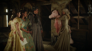 6x03 Ella robe rose souillon présentation Madame de Trémaine Clorinda Tisbe