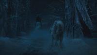 La Belle et la Bête film Disney 2017 Maurice Philibert cheval loup dos fin course-poursuite entrée portail jardins domaine château mini