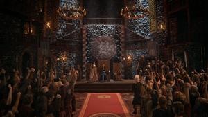 5x09 château cérémonie couronnement Merida Reine Elinor clans DunBroch salle trônes hourra