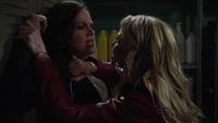 Regina Emma 1x22