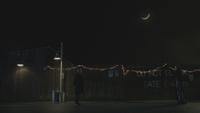 6x19 M. Gold Fiona Fée Noire ruelle nuit lampadaire croissant de lune ciel