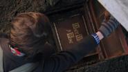 1x11 Henry retrouve livre de contes