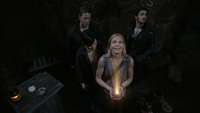 3x04 Emma Swan Mary Margaret Blanchard David Nolan Killian Jones grotte Baelfire noix de coco lumière regard haut