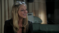 1x03 Kathryn heureuse retrouver son mari