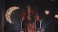 Carrie White la Vengeance 2013 mains ensanglantées porc décorations scène trônes roi et reine du bal de promo télékinésie mini