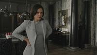 4x01 Regina Mills bureau mairie Storybrooke miroir brisé