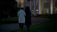 6x01 mairie de Storybrooke Mary Margaret Blanchard Regina Mills soutien mutuel