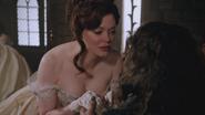 2x16 Cora robe jeune mariée fiancée penchée mains Rumplestiltskin souhait vœu amour