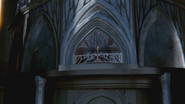 1x07 Palais sombre Reine Regina balcon