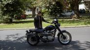 7x01 Moto Henry rue
