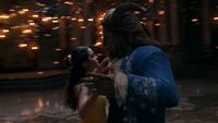 La Belle et la Bête film Disney 2017 fin tour porté danse valse lumières Histoire Éternelle mini