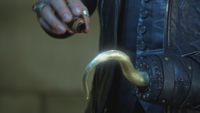 5x01 Killian Jones Capitaine Crochet potion enchantement lueur jaune