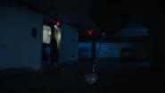 7x15 Ivy Belfrey seule tueur porte fuite parking Belfrey Developments chaîne jouet meurtrié