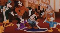 Mickey Mouse Le Prince et le Pauvre Longue Vie au Roi couronnement