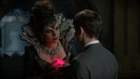 6x08 Méchante Reine Regina Sérum coeur enchanté défi Henry caveau
