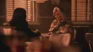 5x14 Regina Mills Cruella d'Enfer sourire manteau de fourrure daim